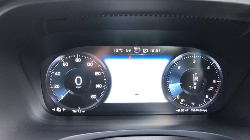 Volvo V90 D4 R Design Plus Auto, Nav, Winter Pack, Head Up Display, 360 Camera, BLIS, 20 Inch Alloys image 12