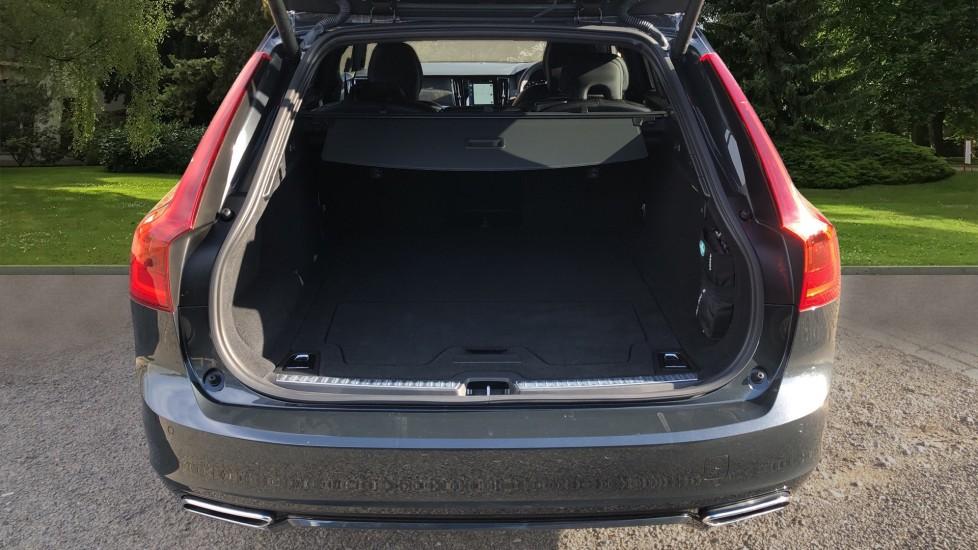 Volvo V90 D4 R Design Plus Auto, Nav, Winter Pack, Head Up Display, 360 Camera, BLIS, 20 Inch Alloys image 35