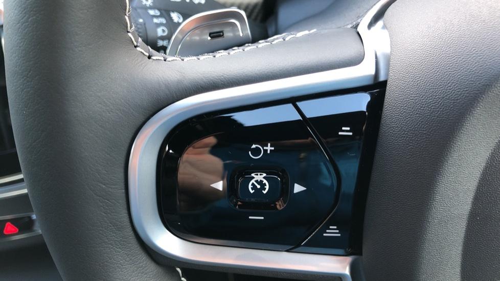 Volvo V90 D4 R Design Plus Auto, Nav, Winter Pack, Head Up Display, 360 Camera, BLIS, 20 Inch Alloys image 16