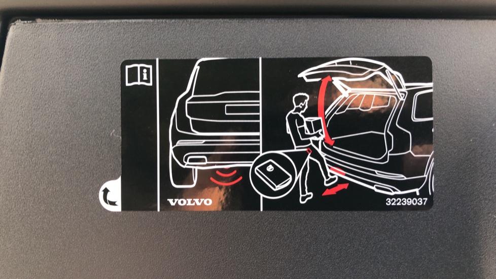 Volvo V90 D4 R Design Plus Auto, Nav, Winter Pack, Head Up Display, 360 Camera, BLIS, 20 Inch Alloys image 33
