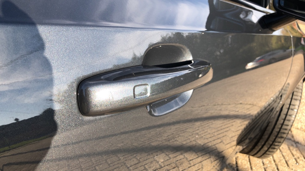 Volvo V90 D4 R Design Plus Auto, Nav, Winter Pack, Head Up Display, 360 Camera, BLIS, 20 Inch Alloys image 9