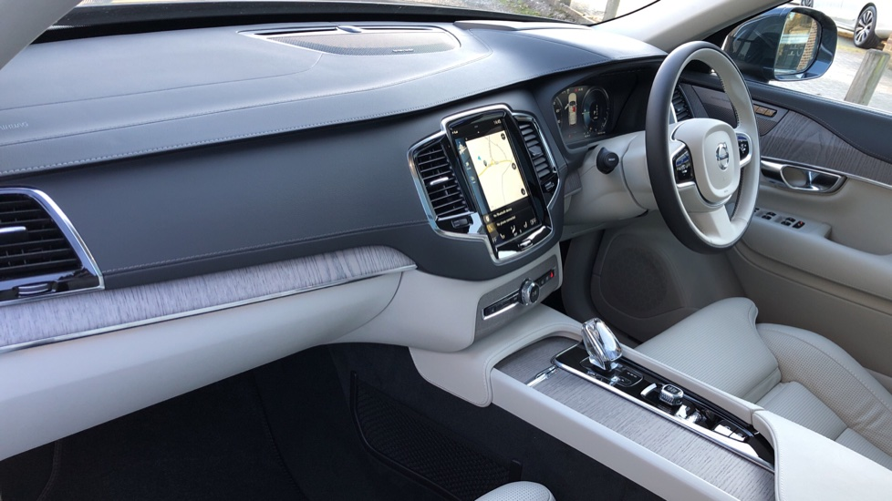 Volvo XC90 T8 Recharge PHEV Inscription Pro AWD Auto, Nav, Sunroof, Lounge, Tech, Climate & Driver Assist image 2