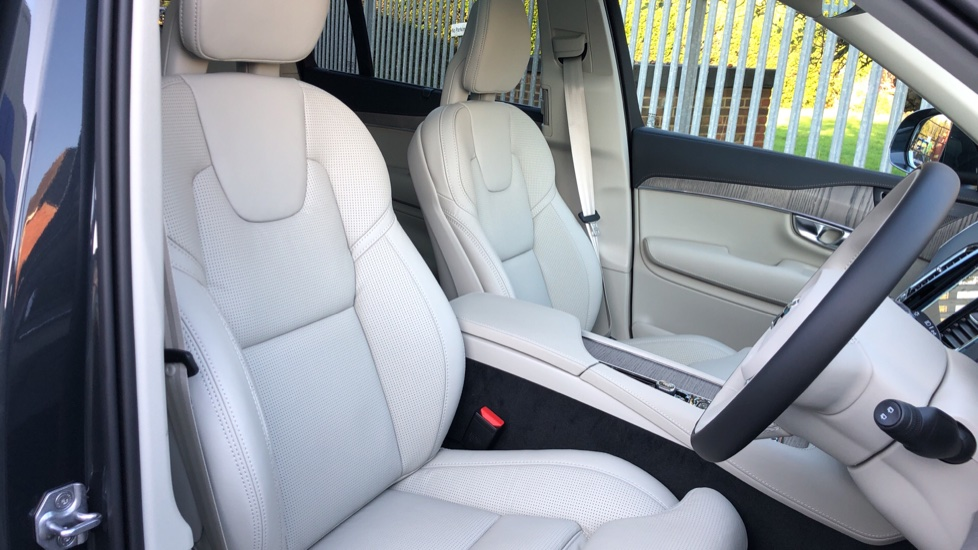 Volvo XC90 T8 Recharge PHEV Inscription Pro AWD Auto, Nav, Sunroof, Lounge, Tech, Climate & Driver Assist image 25