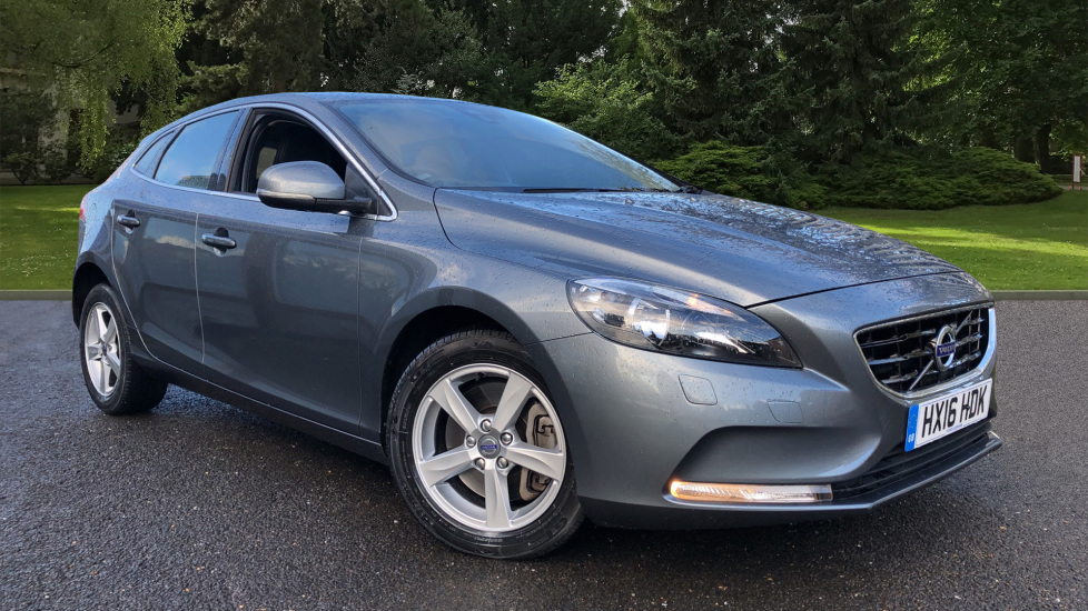 Volvo V40 D2 SE Auto with Winter Pack, Heated Screen, Front Seats, DAB Radio & Cruise Control 2.0 Diesel Automatic 5 door Hatchback (2016)