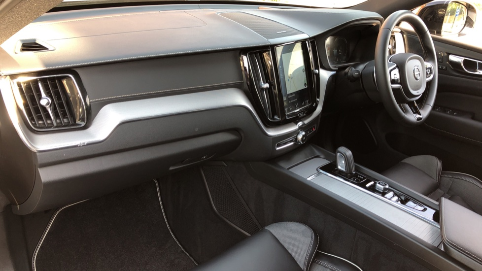 Volvo XC60 T8 Hybrid R Design Pro AWD Auto, Family, Xenium and Convenience Packs, Sunroof, 360 Camera image 14