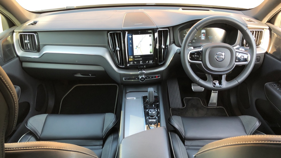 Volvo XC60 T8 Hybrid R Design Pro AWD Auto, Family, Xenium and Convenience Packs, Sunroof, 360 Camera image 13