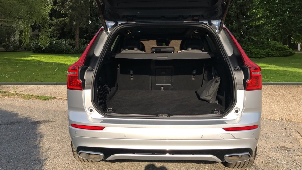 Volvo XC60 T8 Hybrid R Design Pro AWD Auto, Family, Xenium and Convenience Packs, Sunroof, 360 Camera image 30