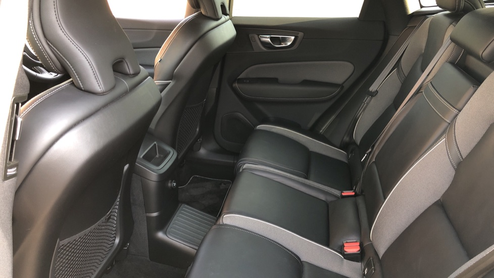 Volvo XC60 T8 Hybrid R Design Pro AWD Auto, Family, Xenium and Convenience Packs, Sunroof, 360 Camera image 24