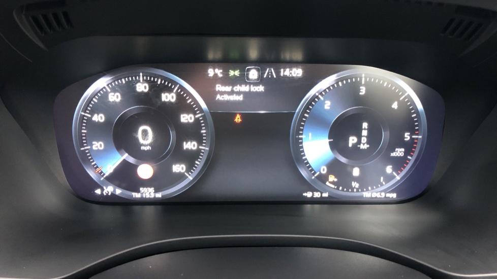 Volvo XC60 B4D Mild Hybrid Momentum Pro AWD Auto, Family & Convenience Packs, Smartphone, Heated Screen image 13