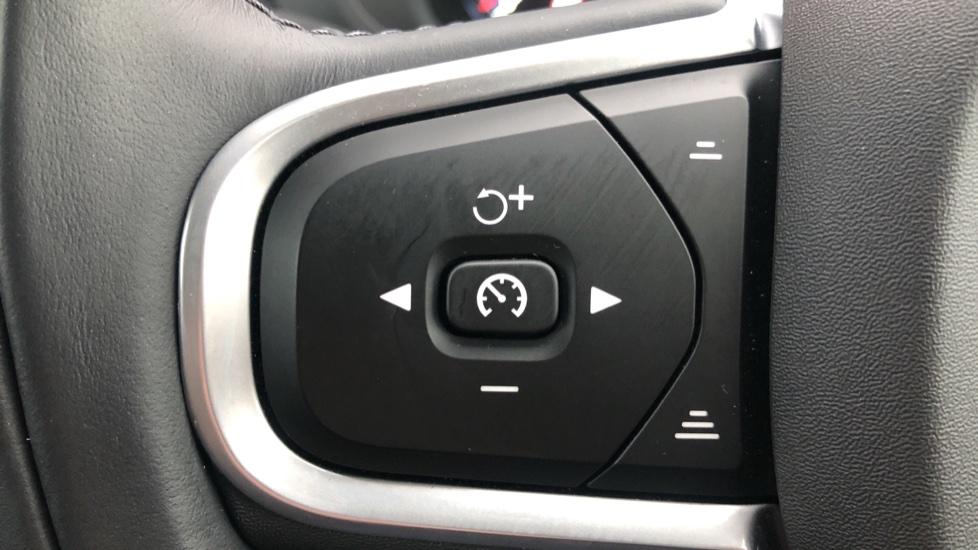 Volvo XC60 B4D Mild Hybrid Momentum Pro AWD Auto, Family & Convenience Packs, Smartphone, Heated Screen image 17