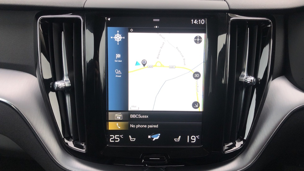 Volvo XC60 B4D Mild Hybrid Momentum Pro AWD Auto, Family & Convenience Packs, Smartphone, Heated Screen image 5