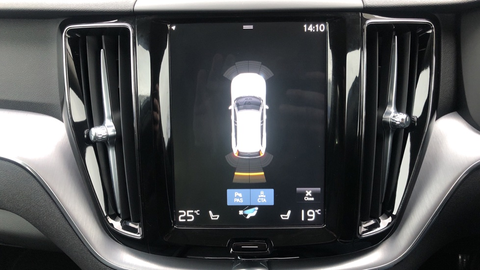 Volvo XC60 B4D Mild Hybrid Momentum Pro AWD Auto, Family & Convenience Packs, Smartphone, Heated Screen image 9