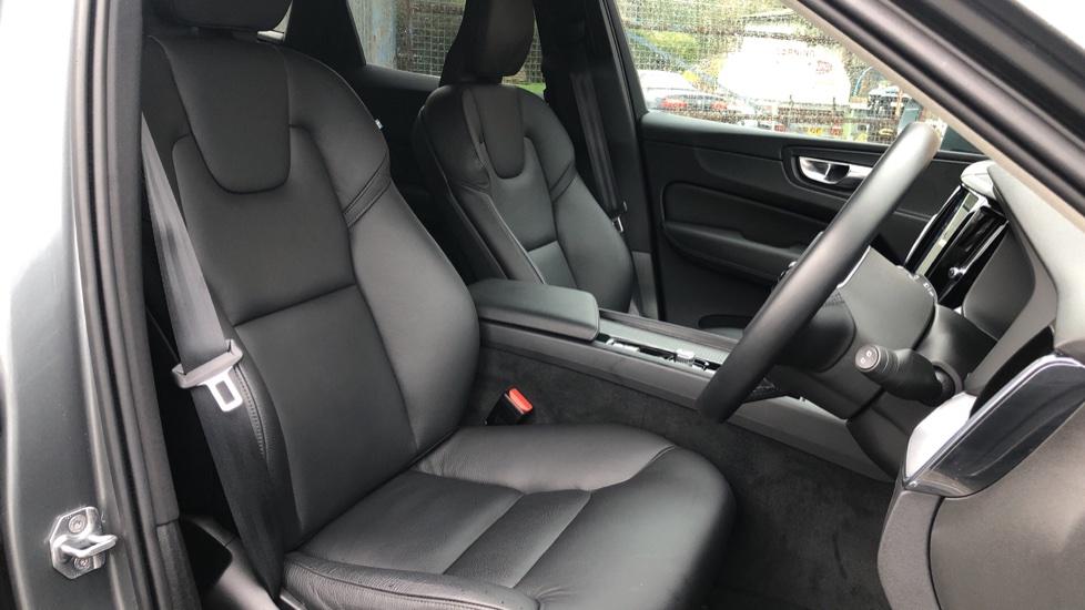 Volvo XC60 B4D Mild Hybrid Momentum Pro AWD Auto, Family & Convenience Packs, Smartphone, Heated Screen image 20
