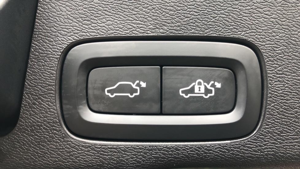 Volvo XC60 B4D Mild Hybrid Momentum Pro AWD Auto, Family & Convenience Packs, Smartphone, Heated Screen image 31