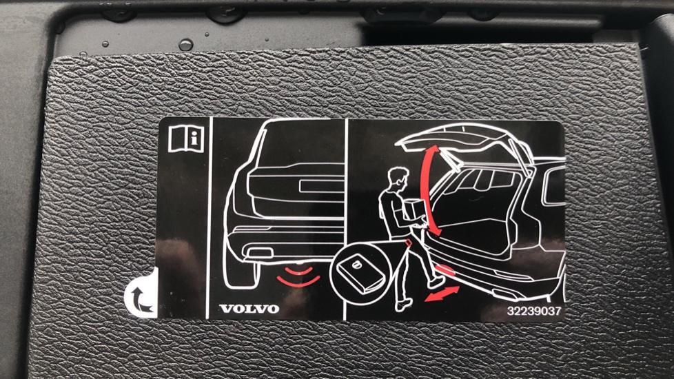 Volvo XC60 B4D Mild Hybrid Momentum Pro AWD Auto, Family & Convenience Packs, Smartphone, Heated Screen image 32