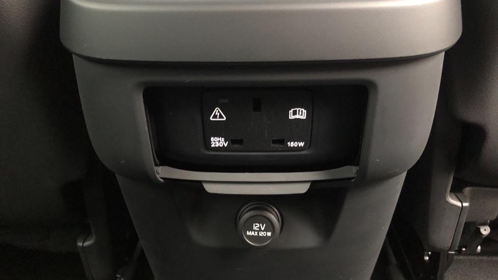 Volvo XC60 B4D Mild Hybrid Momentum Pro AWD Auto, Family & Convenience Packs, Smartphone, Heated Screen image 10