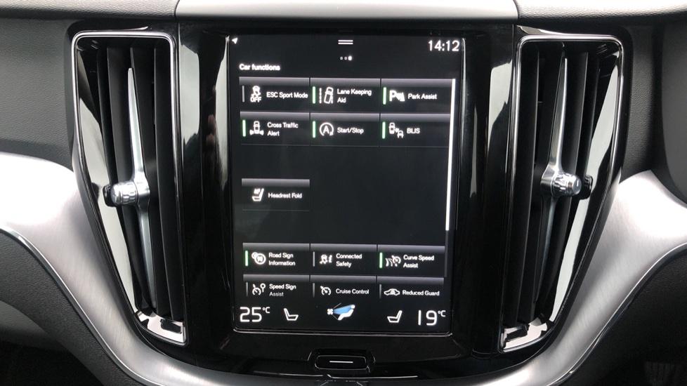 Volvo XC60 B4D Mild Hybrid Momentum Pro AWD Auto, Family & Convenience Packs, Smartphone, Heated Screen image 25