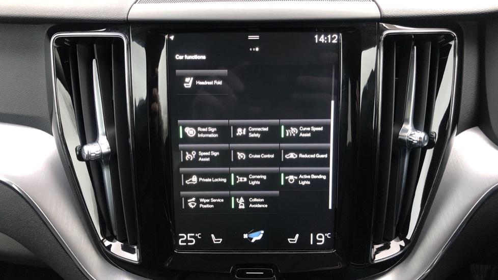 Volvo XC60 B4D Mild Hybrid Momentum Pro AWD Auto, Family & Convenience Packs, Smartphone, Heated Screen image 24