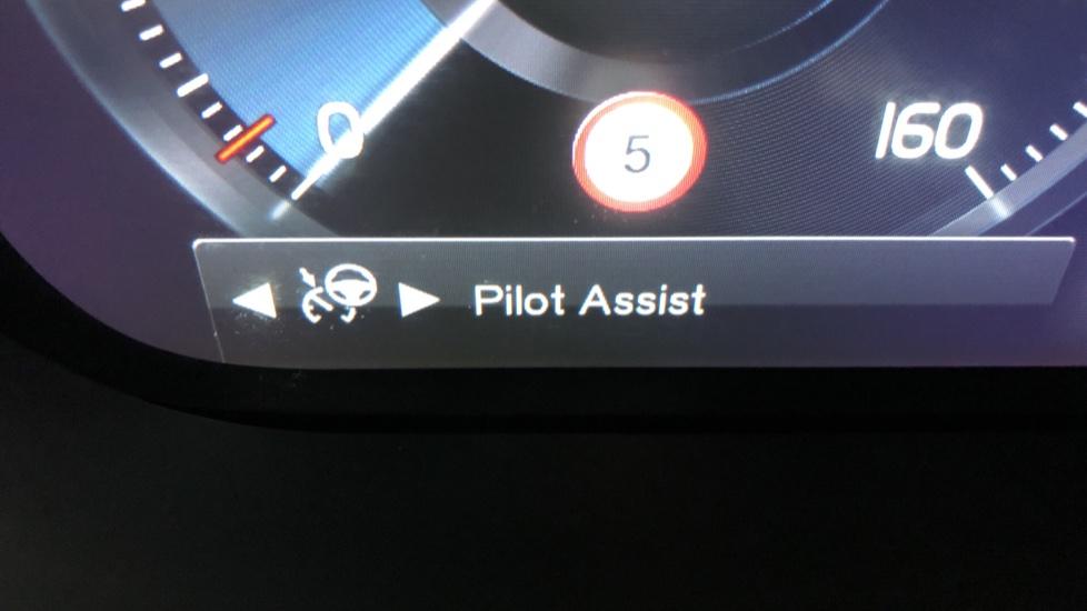 Volvo XC60 B4D Mild Hybrid Momentum Pro AWD Auto, Family & Convenience Packs, Smartphone, Heated Screen image 14