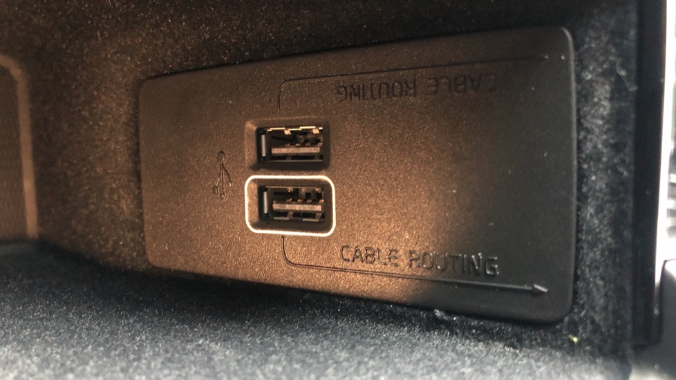 Volvo XC60 B4D Mild Hybrid Momentum Pro AWD Auto, Family & Convenience Packs, Smartphone, Heated Screen image 29
