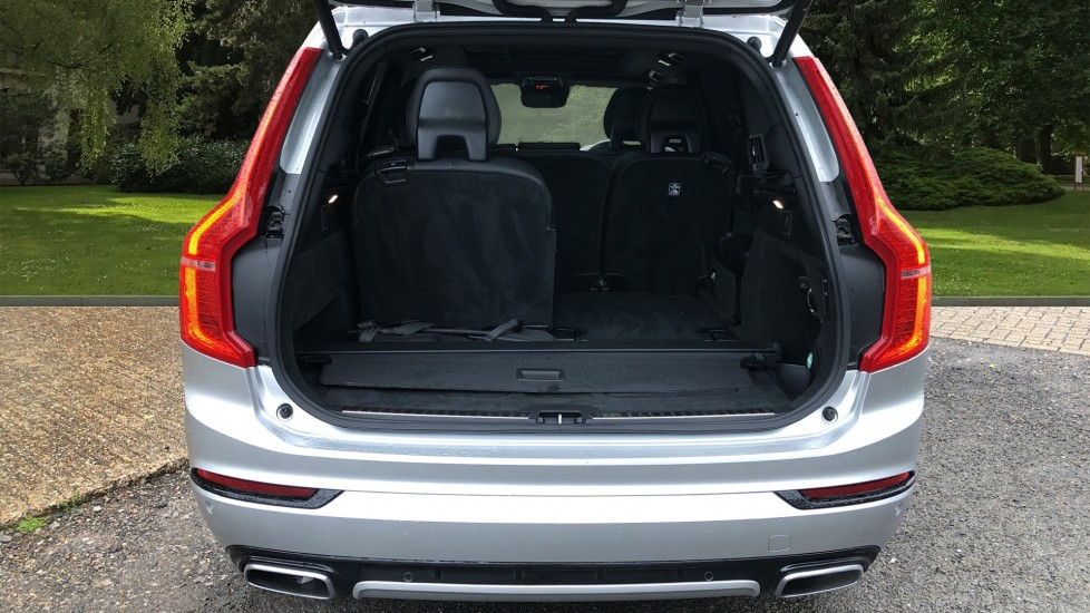 Volvo XC90 T5 Petrol AWD R Design Pro Nav Auto, with Xenium & 7 Seat Comfort Packs, Pan Roof, 360 Camera & BLIS image 39