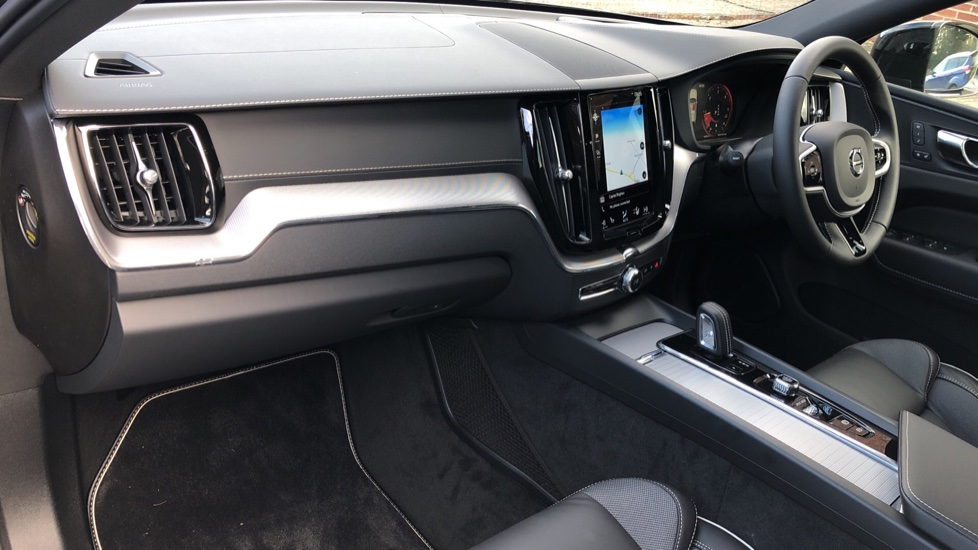 Volvo XC60 B4D Mild Hybrid R Design Pro AWD Auto, Nav, Lounge, Climate & Driver Assist Packs, Sunroof, BLIS image 13