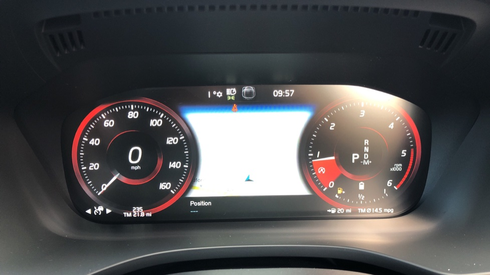 Volvo XC60 B4D Mild Hybrid R Design Pro AWD Auto, Nav, Lounge, Climate & Driver Assist Packs, Sunroof, BLIS image 14