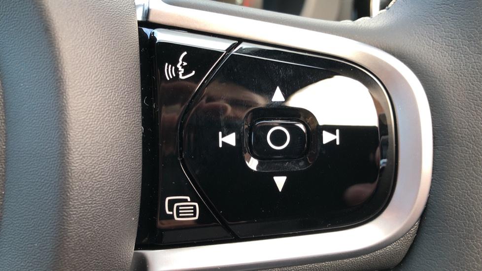 Volvo XC60 B4D Mild Hybrid R Design Pro AWD Auto, Nav, Lounge, Climate & Driver Assist Packs, Sunroof, BLIS image 19