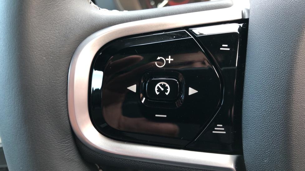 Volvo XC60 B4D Mild Hybrid R Design Pro AWD Auto, Nav, Lounge, Climate & Driver Assist Packs, Sunroof, BLIS image 18