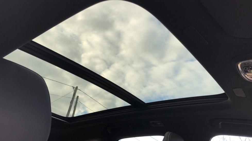 Volvo XC60 B4D Mild Hybrid R Design Pro AWD Auto, Nav, Lounge, Climate & Driver Assist Packs, Sunroof, BLIS image 6