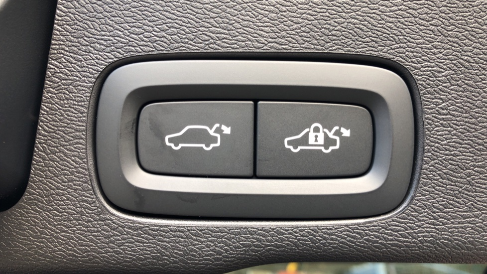 Volvo XC60 B4D Mild Hybrid R Design Pro AWD Auto, Nav, Lounge, Climate & Driver Assist Packs, Sunroof, BLIS image 34