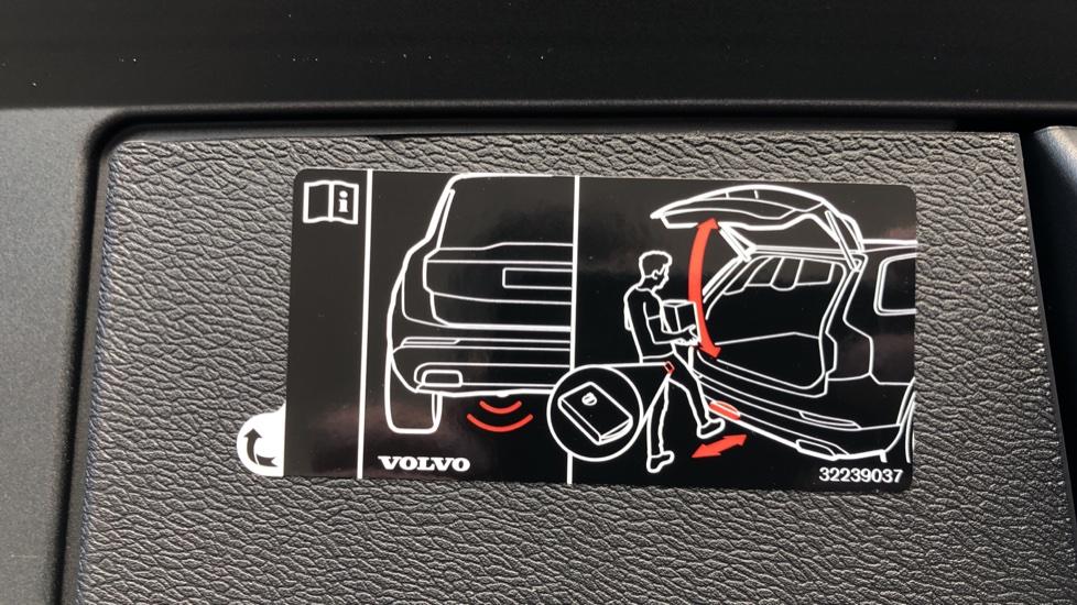 Volvo XC60 B4D Mild Hybrid R Design Pro AWD Auto, Nav, Lounge, Climate & Driver Assist Packs, Sunroof, BLIS image 35