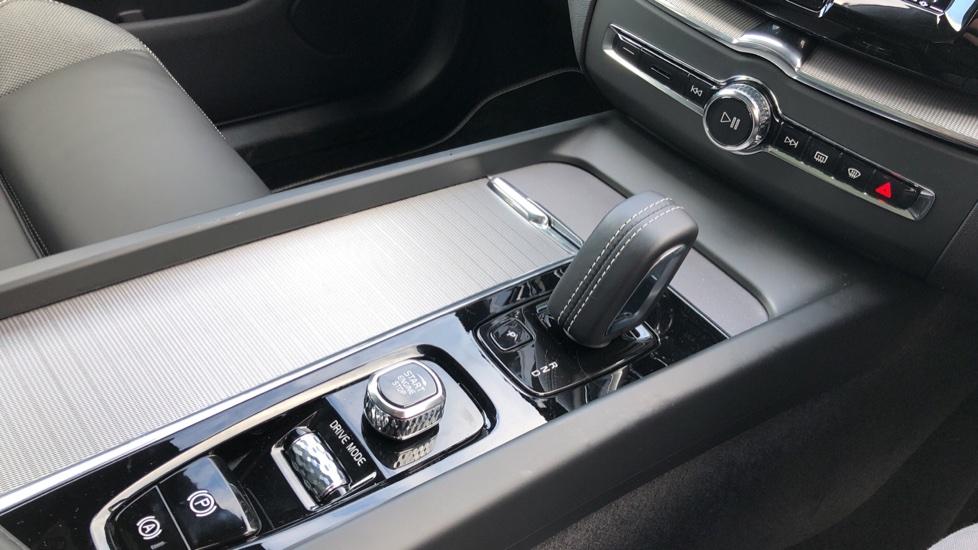 Volvo XC60 B4D Mild Hybrid R Design Pro AWD Auto, Nav, Lounge, Climate & Driver Assist Packs, Sunroof, BLIS image 26