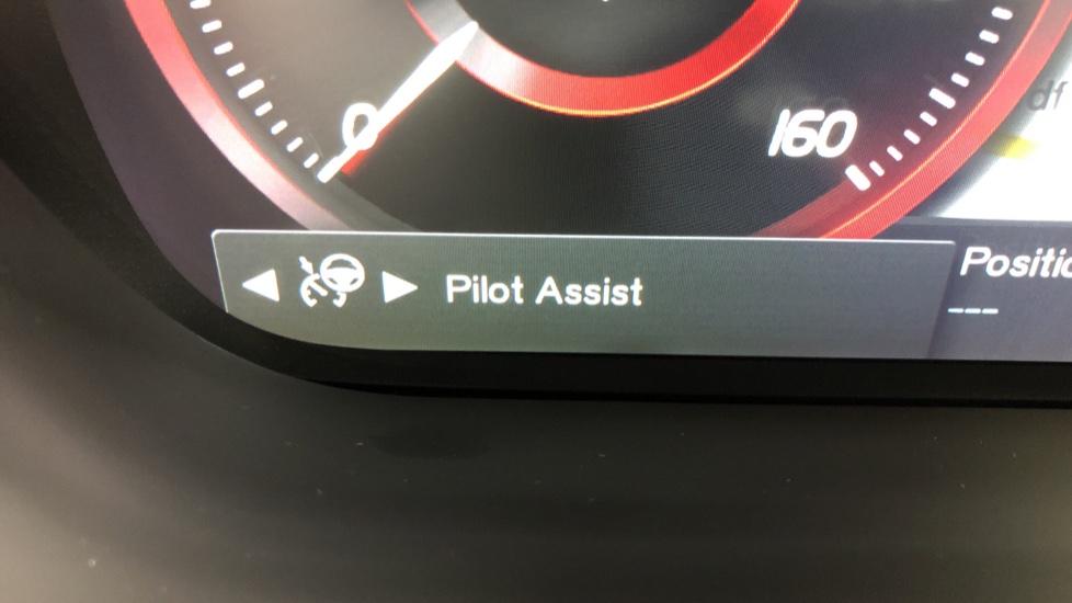 Volvo XC60 B4D Mild Hybrid R Design Pro AWD Auto, Nav, Lounge, Climate & Driver Assist Packs, Sunroof, BLIS image 15