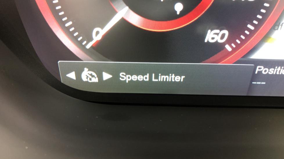 Volvo XC60 B4D Mild Hybrid R Design Pro AWD Auto, Nav, Lounge, Climate & Driver Assist Packs, Sunroof, BLIS image 17