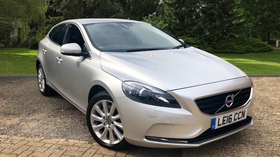 Volvo V40 D2 120hp SE Lux Nav Auto with Winter Pack, High Performance Audio & TFT Dash 2.0 Diesel Automatic 5 door Hatchback (2016) image
