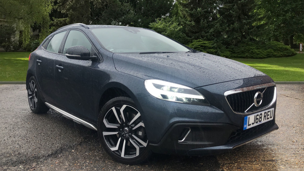 Volvo V40 D3 150hp Euro 6 Cross Country Pro Nav Auto with Styling Pk & Rear Camera 2.0 Diesel Automatic 5 door Hatchback (2018)