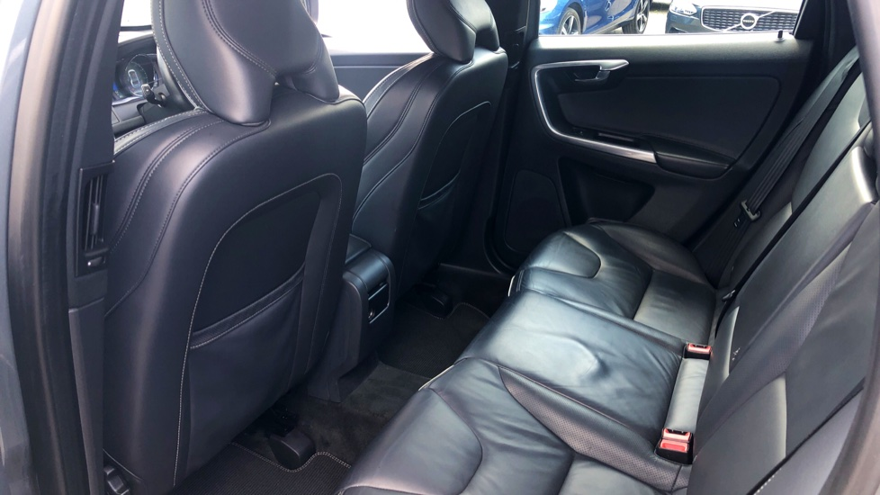 Volvo XC60 D4 R Design Lux AWD Auto, Winter Pk, DAB, Front/Rear Park Assist  image 10