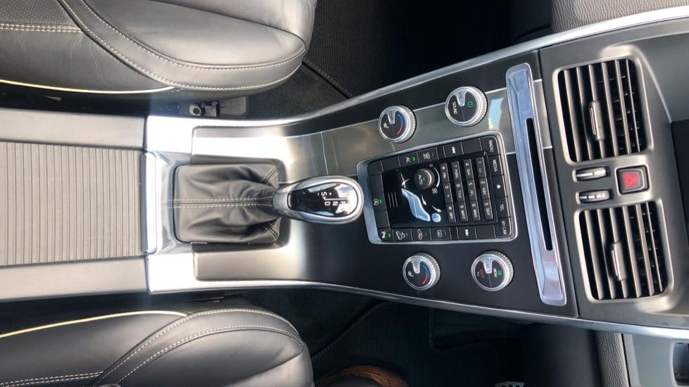 Volvo XC60 D4 R Design Lux AWD Auto, Winter Pk, DAB, Front/Rear Park Assist  image 14