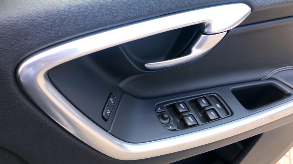 Volvo XC60 D4 R Design Lux AWD Auto, Winter Pk, DAB, Front/Rear Park Assist  image 15