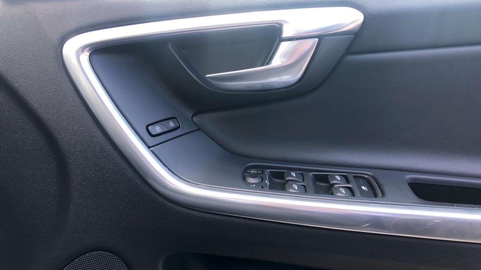 Volvo XC60 D4 R Design Lux AWD Auto, Winter Pk, DAB, Front/Rear Park Assist  image 16