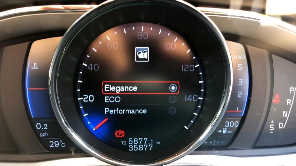 Volvo XC60 D4 R Design Lux AWD Auto, Winter Pk, DAB, Front/Rear Park Assist  image 18