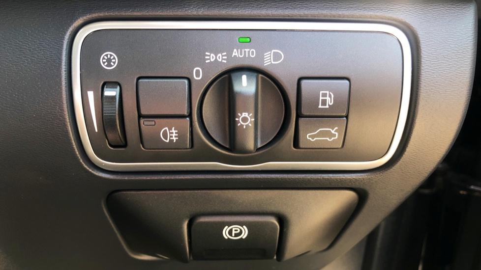 Volvo XC60 D4 R Design Lux AWD Auto, Winter Pk, DAB, Front/Rear Park Assist  image 19
