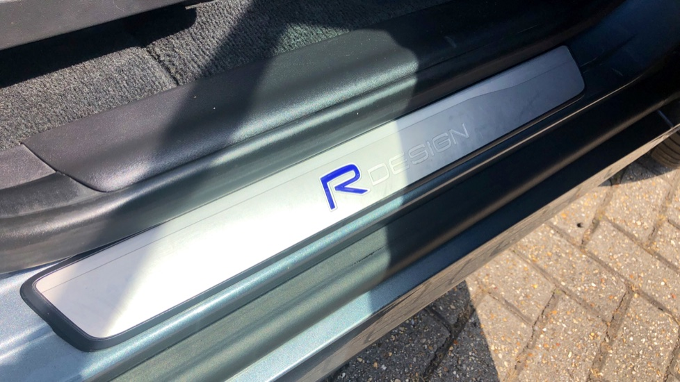 Volvo XC60 D4 R Design Lux AWD Auto, Winter Pk, DAB, Front/Rear Park Assist  image 25