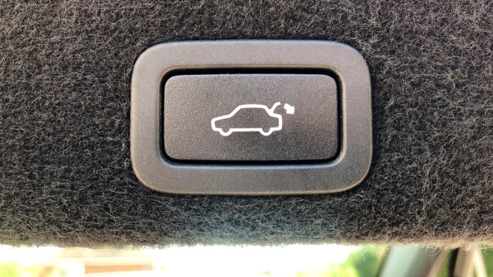 Volvo XC60 D4 R Design Lux AWD Auto, Winter Pk, DAB, Front/Rear Park Assist  image 30
