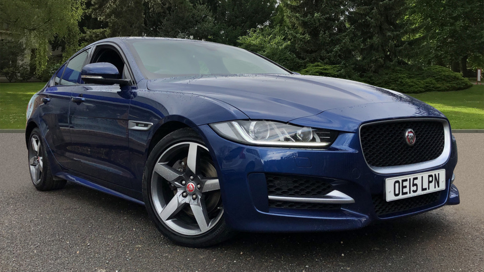 Jaguar XE 2.0d R Sport 8spd Auto, 18 Inch Alloys, Privacy Glass, Heated Screen & Steering Wheel, R.Camera Diesel Automatic 4 door Saloon (2015)