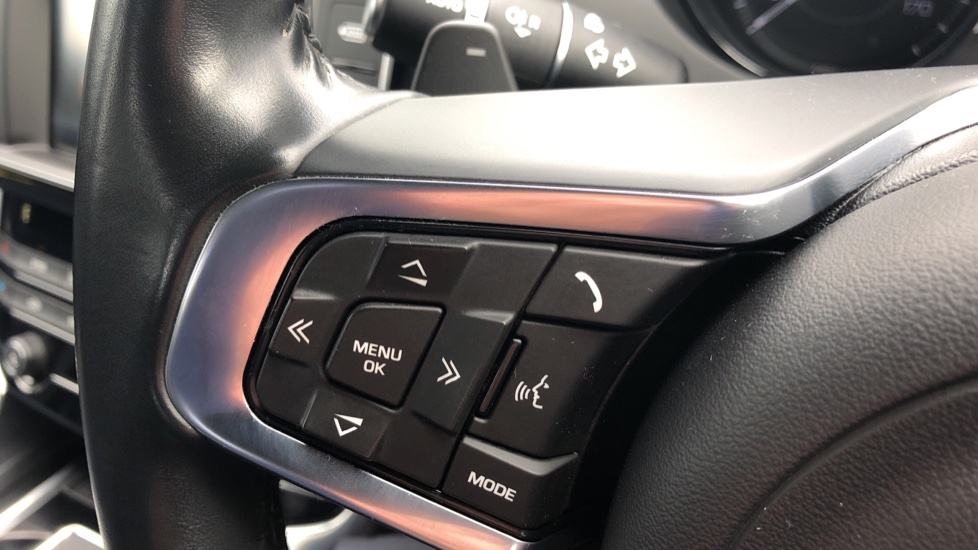 Jaguar XE 2.0d R Sport 8spd Auto, 18 Inch Alloys, Privacy Glass, Heated Screen & Steering Wheel, R.Camera image 18