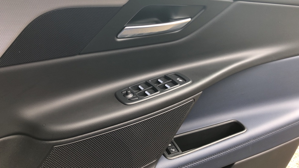 Jaguar XE 2.0d R Sport 8spd Auto, 18 Inch Alloys, Privacy Glass, Heated Screen & Steering Wheel, R.Camera image 21