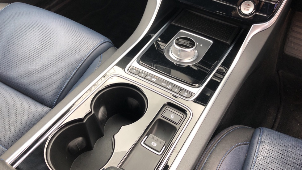 Jaguar XE 2.0d R Sport 8spd Auto, 18 Inch Alloys, Privacy Glass, Heated Screen & Steering Wheel, R.Camera image 22