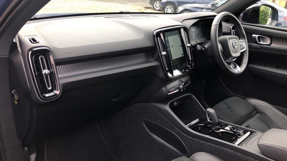 Volvo XC40 T5 R Design Pro AWD Auto, Keyless Drive, Active Bending LED Lights, Nav Pro, DAB, Styling Kit image 10